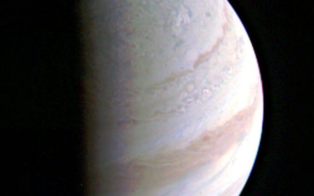 Junoスペースプローブは、人類の歴史の中で木星に最も近い飛行をしました