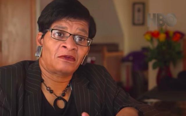 La famille de Sandra Bland se souvient avoir interrogé des images de la police dans le documentaire Say Her Name