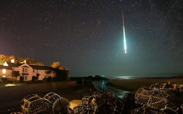 Una espectacular bola de fuego ilumina el cielo inglés