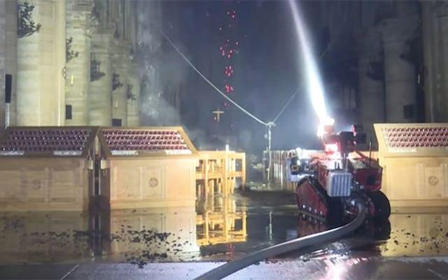 巨像、これはノートルダムの火を制御するのを助けたパリの消防隊ロボットです