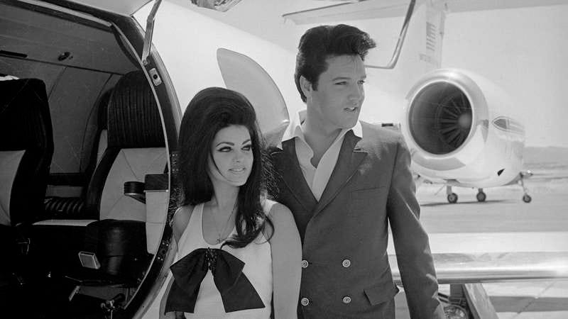 Newlyweds Elvis and Priscilla Presley prepare to board their private jet following their wedding in Las Vegas. (Photo: Bettmann/Getty Images)