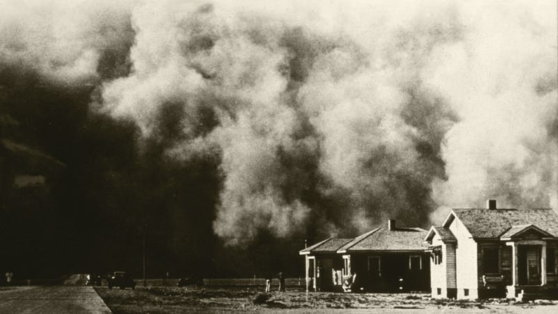 A huge dust storm moves across the land during the Dust Bowl of the 1930s. (Image: USDA)