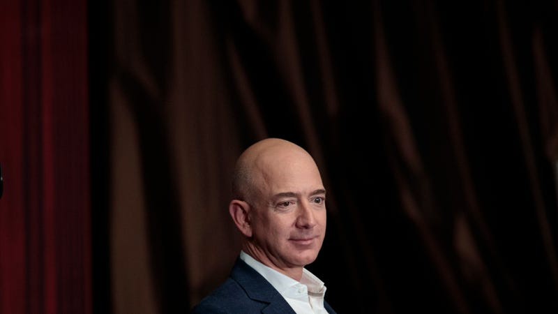 Illustration for article titled The Trump-Loving Brother of Jeff Bezos's Girlfriend Reportedly Leaked Texts
