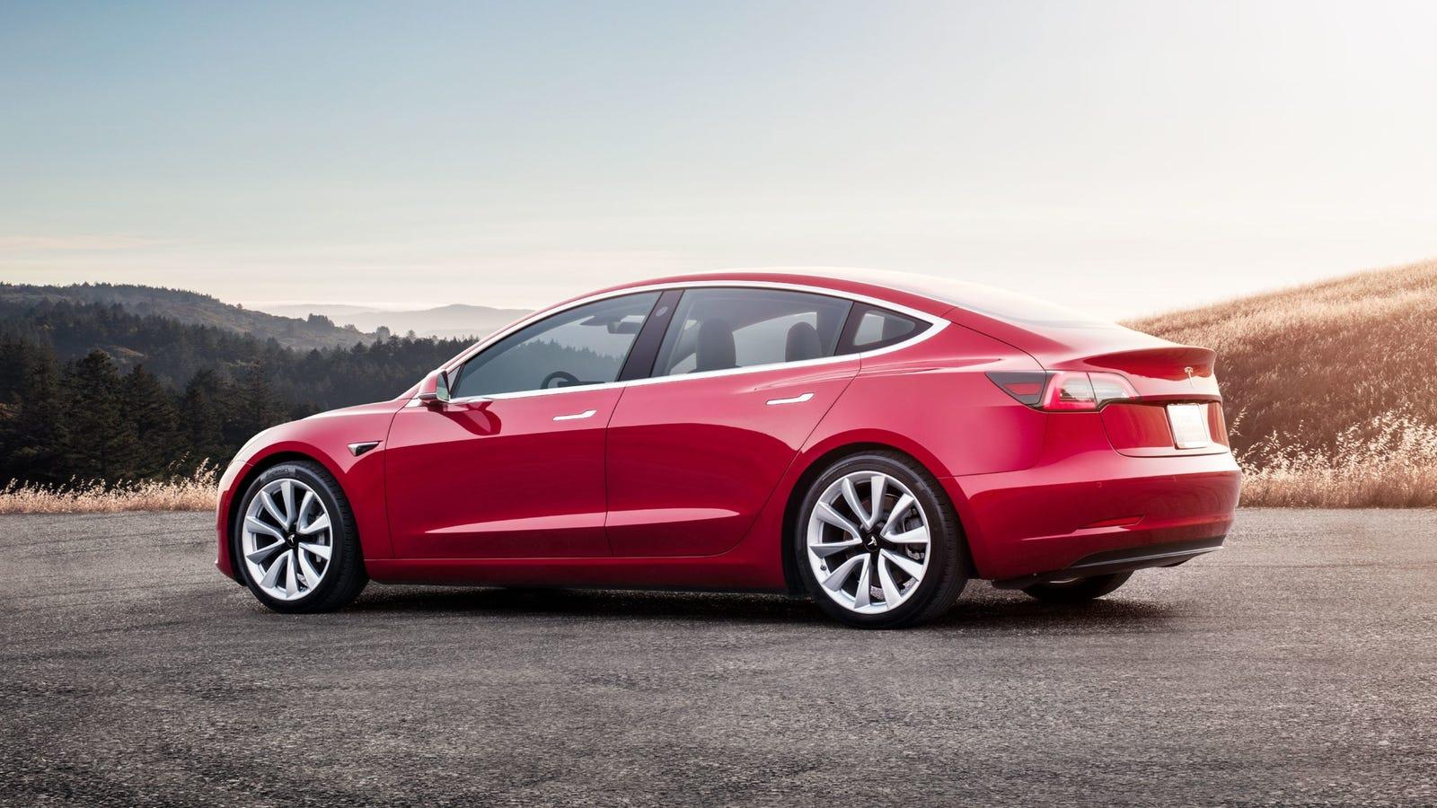 Wall Street Journal's Dan Neil Deletes Twitter After Tesla Model 3 Review Blowback