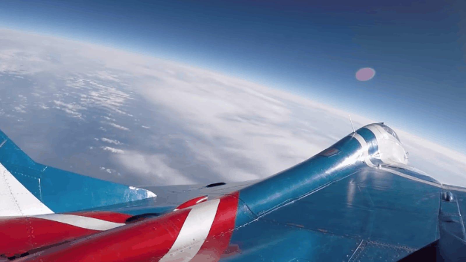 Cómo es volar un avión caza MiG-29 hasta la estratósfera, la frontera del espacio