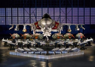 Illustration for article titled Impressive photo of the F-35 Lightning II with all its weaponry lined up
