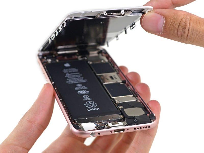 Un iPhone 6S por dentro. Imagen vía iFixit