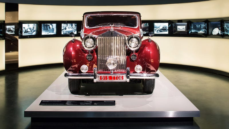 Illustration for article titled Check Out The BMW Museum's Quintessentially British Rolls-Royce Exhibit
