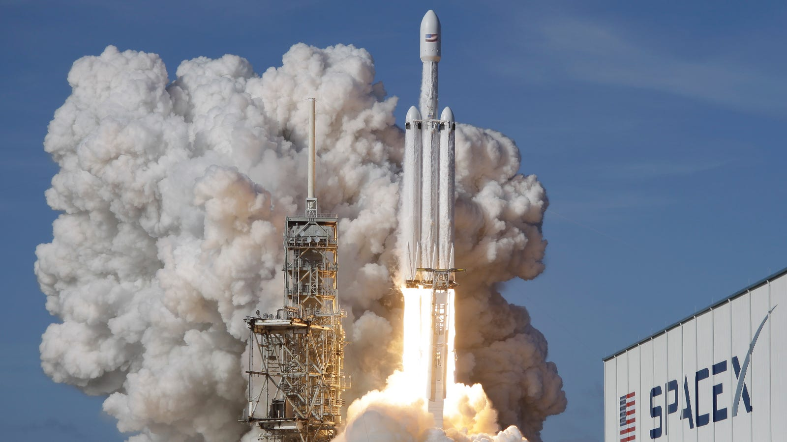 SpaceX Landed the Falcon Heavy's Two Boosters, But Its Core Clipped Its Drone Ship at 300 MPH