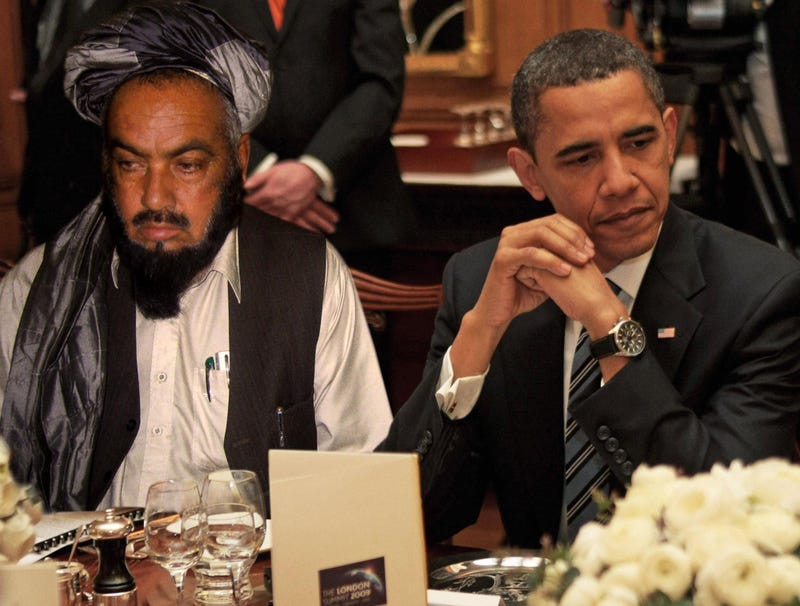 Illustration for article titled Obama Accidentally Seated Next To Taliban Leader At Tense White House State Dinner