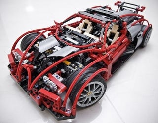 Illustration for article titled Bugatti Veyrons Look Awesome Built From Legos