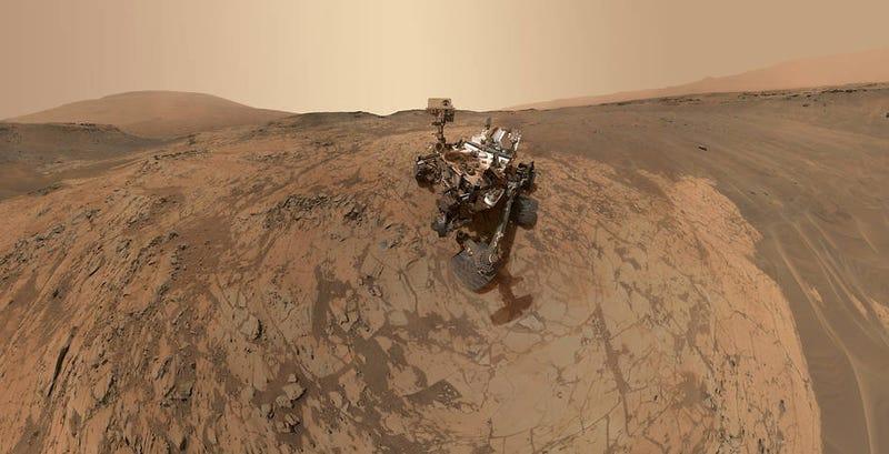 Illustration for article titled Curiosity se hace un selfie panorámico en su nueva ubicación en Marte