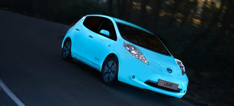 Illustration for article titled The Nissan Leaf's Glow-In-The-Dark Paint Is Kind Of Awesome