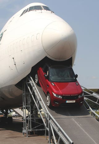 Illustration for article titled Here's a 747 Puking Up A Range Rover.