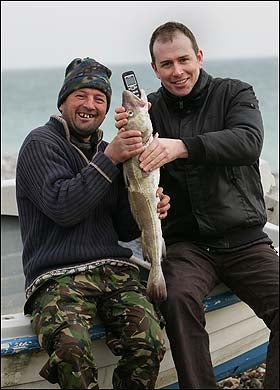 Illustration for article titled Fish-Devoured Phone Still Works After Retrieval by Fishermen