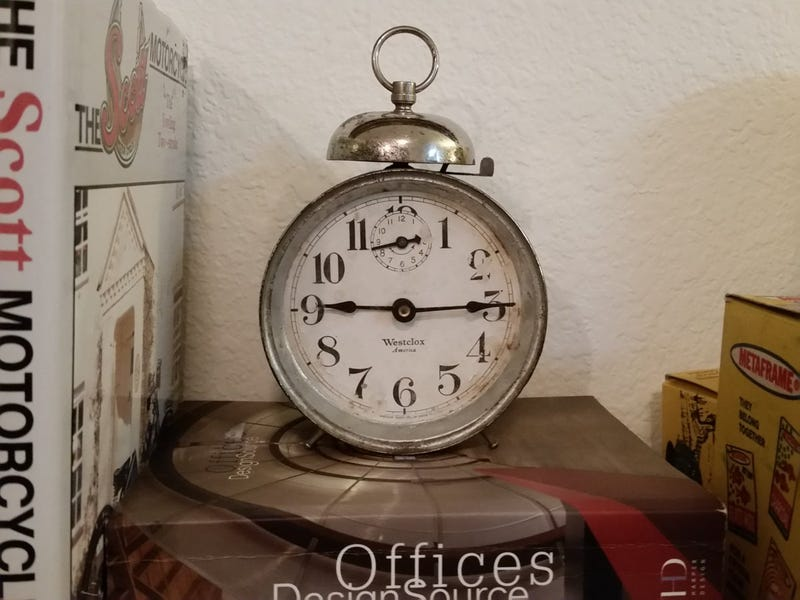 Illustration for article titled 100 year old Alarm Clock back to life.