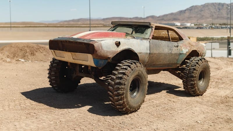 Illustration for article titled This Down and Dirty Camaro Was Built to Own Mud Bogs