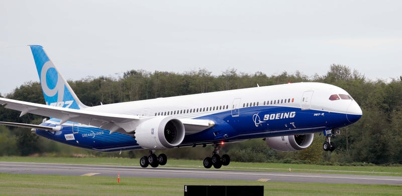 Illustration for article titled Boeing's Dreamliner Has a Bug That Can Make It Lose Power Mid-Air