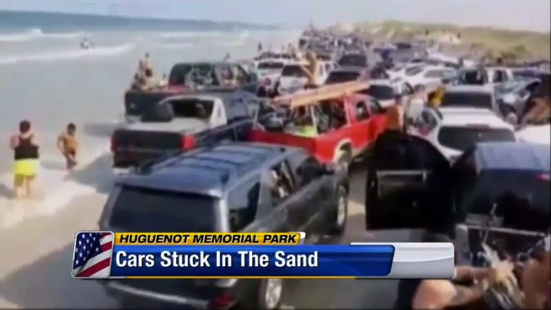 Illustration for article titled Tide Drowns 'Hundreds' Of Vehicles On Florida Beach 'With No Warning'