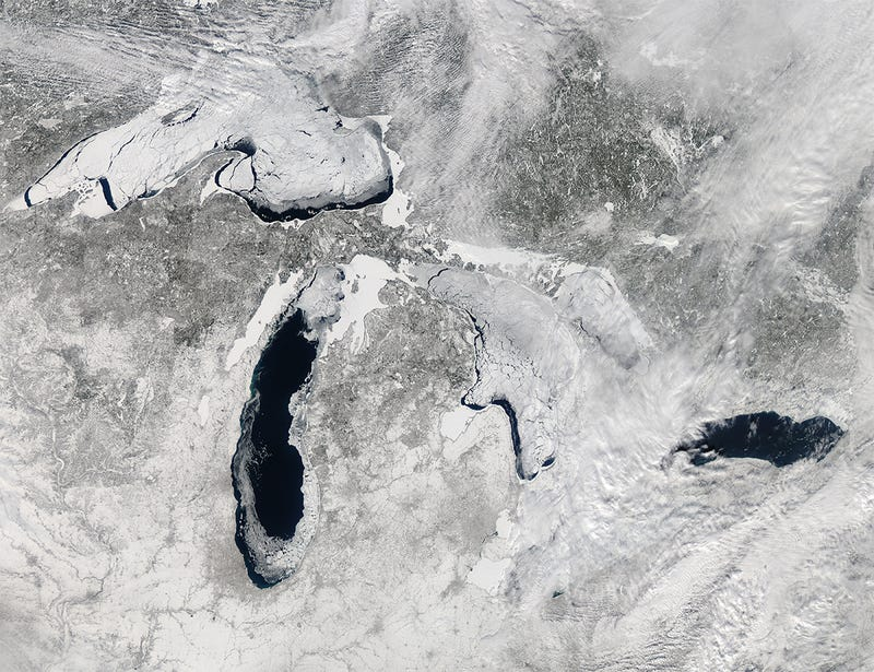 Illustration for article titled The Great Lakes Are Even More Beautiful When They're Nearly Frozen Over