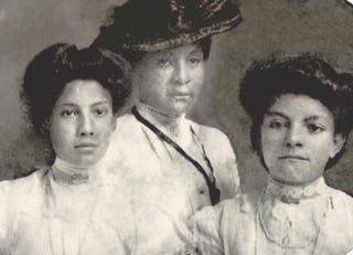 Bessie Fogg, Mary Elizabeth Fogg and Caroline Fogg Farrar