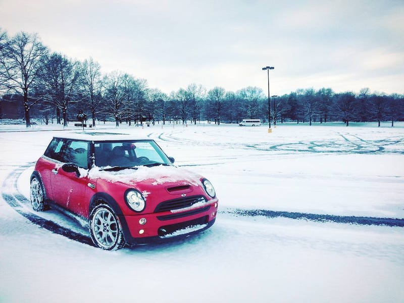 Illustration for article titled Mini + Snow + Handbrake = WEEEEEE (Video and Pictures)
