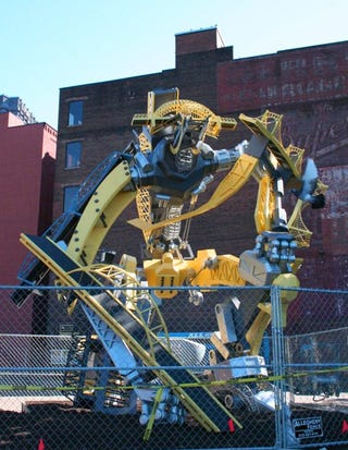 Illustration for article titled Robotic Bridge Sculpture Is Scary, Awesome