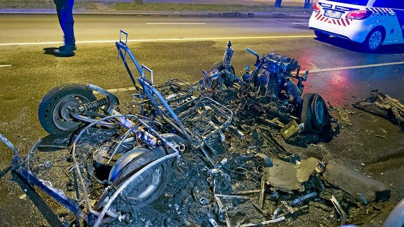 Illustration for article titled Felismered ezt a kocsit, ami porrá égett a Fiumei úton?