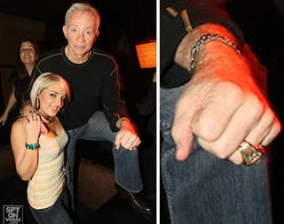 Illustration for article titled Jerry Jones In Vegas Is Pretty Much What You'd Expect