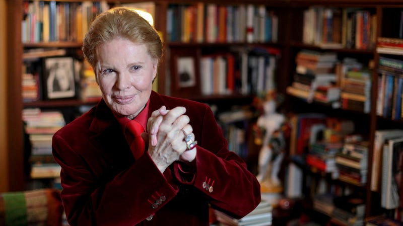 Illustration for article titled Puerto Rican Astrologer Walter Mercado Has Died