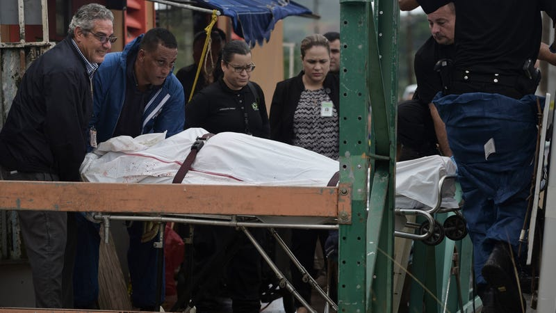 Forensic workers remove the body of a man found fatally shot in San Juan on Jan. 11, 2018. Photo: AP