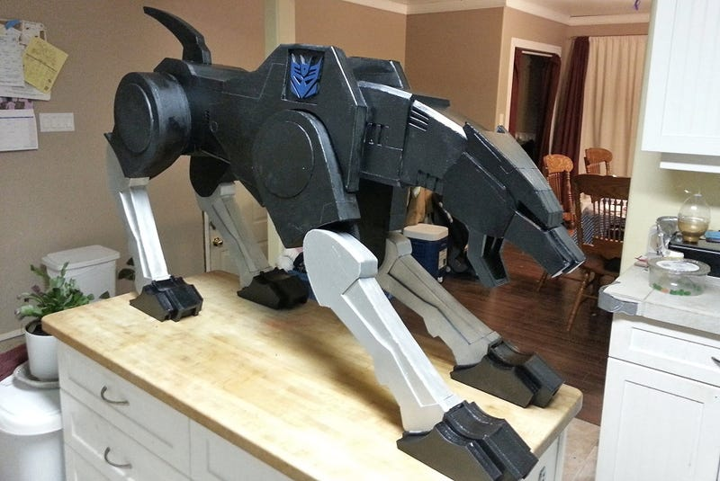 Illustration for article titled The Best Pet Ever Is a Life-Size Version of Ravage From Transformers
