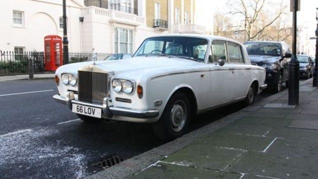 1972 rolls royce silver shadow down on the edinburgh street. Black Bedroom Furniture Sets. Home Design Ideas