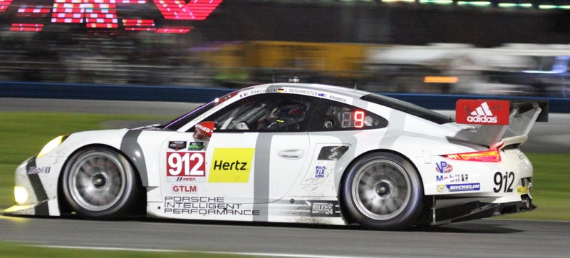 Illustration for article titled The Two Factory Porsche 911s Took Each Other Out At The Rolex 24