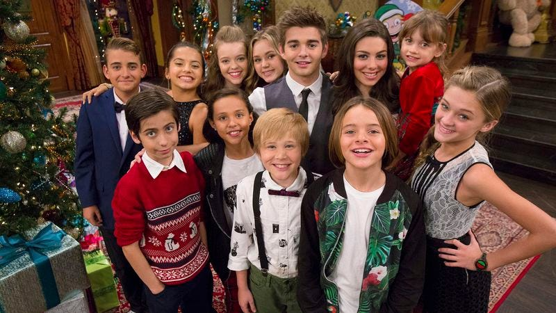 Illustration for article titled Exclusive: Nickelodeon stars celebrate with a new Ho Ho Holiday Special