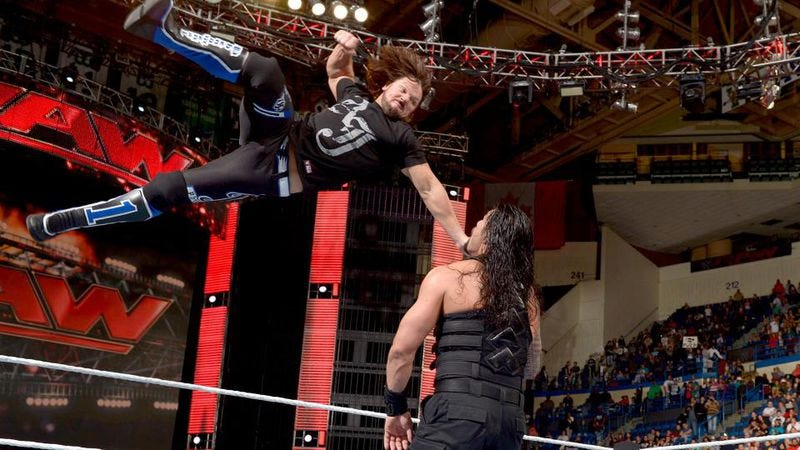 """Illustration for article titled WWE RAW finally goes home """"right,"""" but old habits die hard"""