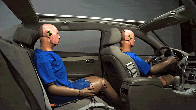 IIHS study finds back seat passengers less likely to wear seat belt