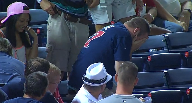 Illustration for article titled Braves Fan Catches Foul Ball With Face