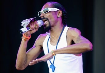 Illustration for article titled Snoop Dogg Tries To Rent A Country
