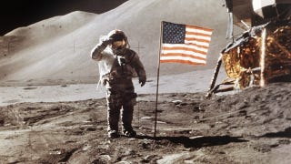 Illustration for article titled NASA says flags left by Apollo astronauts are still standing