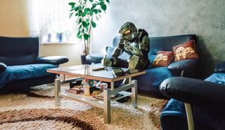 Illustration for article titled Cosplayers Relaxing At Home