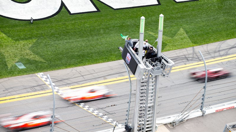 Illustration for article titled Here's All the Action From The Start Of The 24 Hours of Daytona