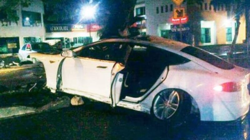 Illustration for article titled Another Tesla Model S Caught Fire After A Crash In Mexico