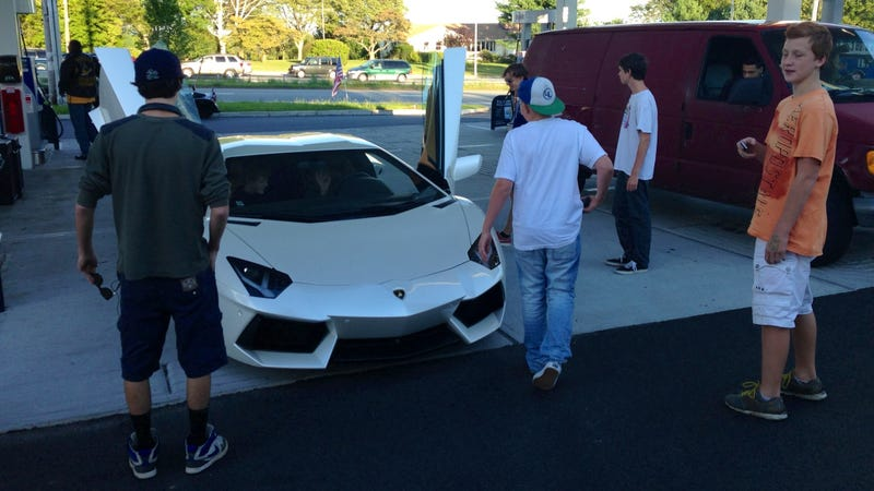 Illustration for article titled Getting Gas In An Aventador Is A Circus
