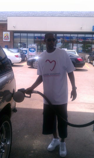 Illustration for article titled Former Cavalier/Wizard Larry Hughes May Have Pumped Your Gas Yesterday