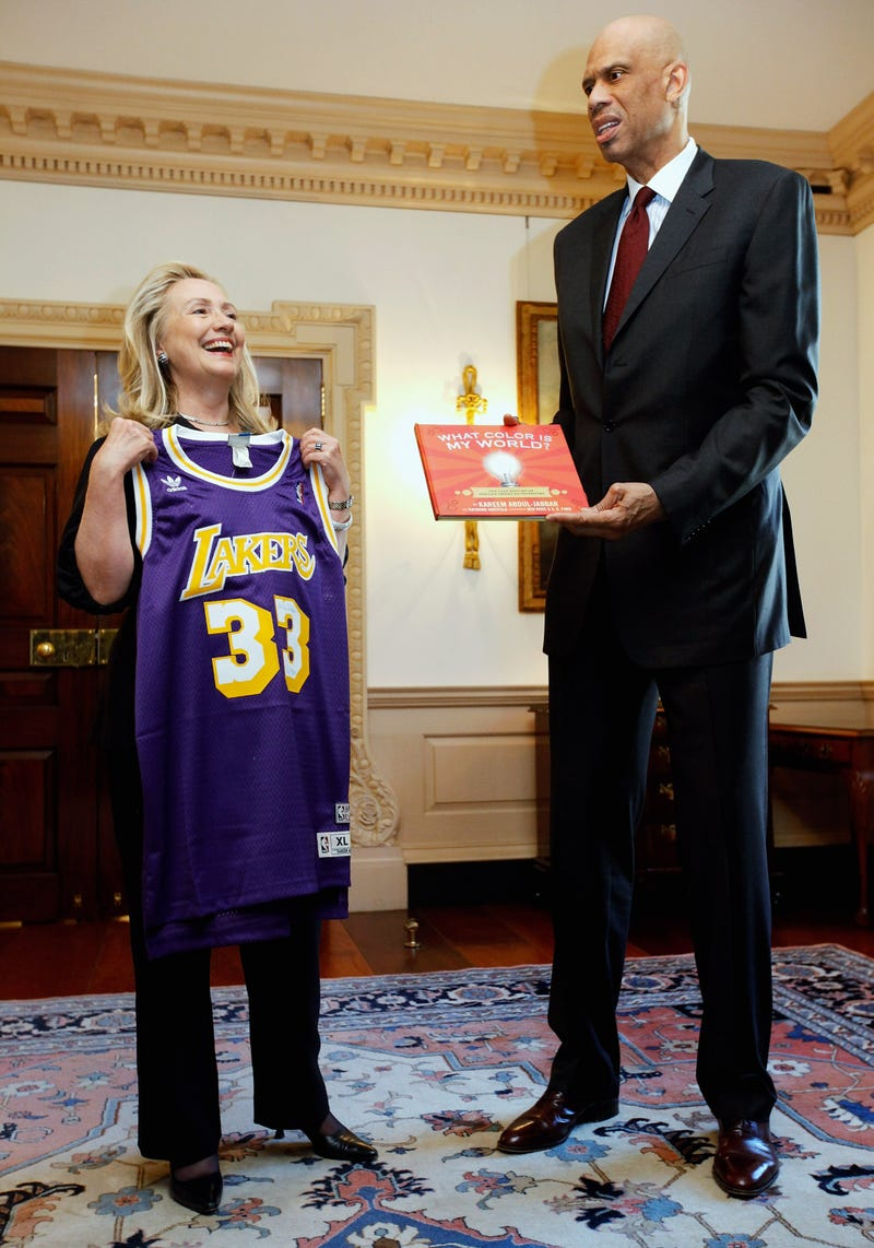 Illustration for article titled If Hillary Clinton Farted Near Kareem Abdul-Jabbar, This Is Probably What It Would Look Like
