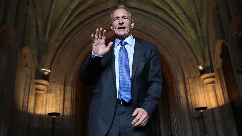 Tim Berners-Lee, el padre de la World Wide Web, expresa su preocupación por el estado de Internet