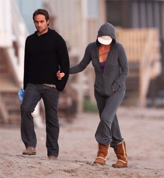 Illustration for article titled Stuart Townsend Spotted With Mystery Woman On Malibu Beach