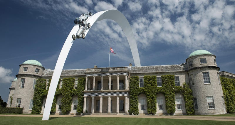 Illustration for article titled Look At This Amazing 300 Foot Mercedes Sculpture At Goodwood