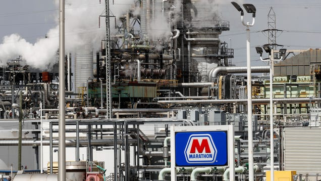 Fossil Fuel Companies Got Billions In Bailouts, Fired Thousands of Workers Anyway